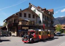 De auto van de toeristentrein in Interlaken royalty-vrije stock afbeeldingen