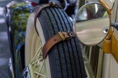 De auto van detailsreto toont op straat van de stad Stock Afbeeldingen