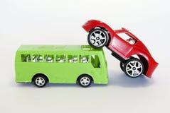 De auto van het stuk speelgoed en buss Stock Afbeeldingen