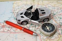 De auto van het stuk speelgoed op een geografische atlas Royalty-vrije Stock Afbeelding