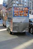 De auto van de de Stadsverkoper van New York en gele taxi die overgaan door Stock Fotografie