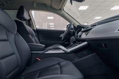 De autobinnenland van het leer Modern auto verlicht dashboard De luxueuze cluster van het autoinstrument royalty-vrije stock fotografie