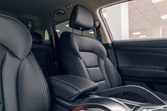 De autobinnenland van het leer Modern auto verlicht dashboard De luxueuze cluster van het autoinstrument royalty-vrije stock foto