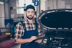 De autodienst, reparatie, onderhoud en mensenconcept - portret o Royalty-vrije Stock Foto's