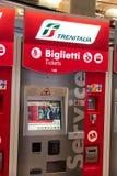 De automaat van het Trenitaliakaartje stock afbeeldingen