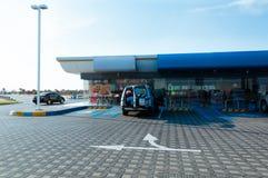De autosnelwegdiensten in Doha, Qatar Stock Afbeeldingen