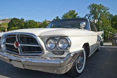 Am de autovergadering halden binnen (chrysler 300 F van 1960) Royalty-vrije Stock Afbeelding