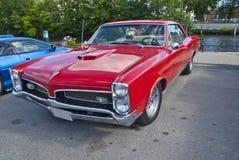 Am de autovergadering halden binnen (gto-Pontiac) Stock Foto