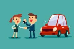 De autoverkoper geeft een handdruk en een nieuwe autosleutel aan onderneemster Stock Afbeelding