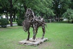 De avantgardemonument van het stadsbeeldhouwwerk aan het paard Royalty-vrije Stock Afbeeldingen
