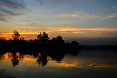 In de avond hemel bij zonsondergang Royalty-vrije Stock Foto