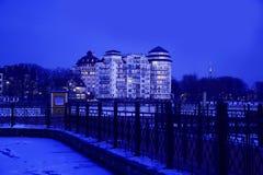 In de avond op het hogere meer van Kaliningrad stock afbeeldingen