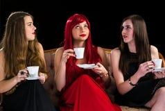 De avond van de meisjeskoffie Stock Fotografie