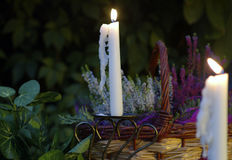 De avond van de tuin met kaarsen Stock Afbeelding