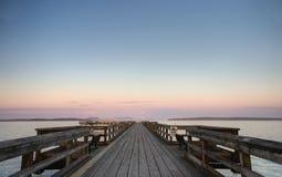 De avond van de zomer op een pijler in Sidney, BC royalty-vrije stock afbeeldingen