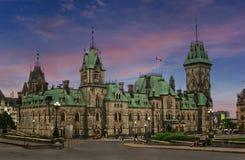 De avond van Ottawa met fabelachtige hemel Stock Afbeelding