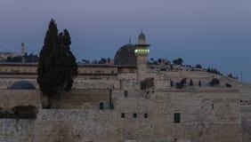 De avondmening van de Tempel zet en Toren Gr-Ghawanima in de Oude Stad van Jeruzalem, Israël op royalty-vrije stock fotografie