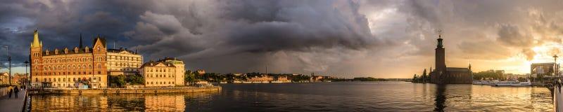 De avondpanorama van Stockholm Stock Foto