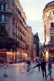 De avondstraat van Barcelona stock fotografie