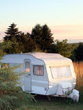 De avondzonsondergang van de caravan royalty-vrije stock foto
