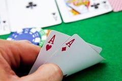 De azen van de zak op een casinolijst Stock Foto's