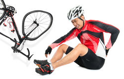 De Aziatische fietser viel neer van fiets Stock Fotografie