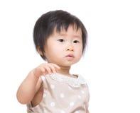 De Aziatische hand van het babymeisje omhoog royalty-vrije stock afbeeldingen