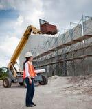 De Aziatische Inspecteur van de Vrouw op bouwwerf Stock Foto