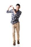 De Aziatische jonge kerel draagt of neemt iets royalty-vrije stock afbeelding