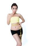 De Aziatische jonge vrouwen slanke pasvorm meet taille op witte Studio B royalty-vrije stock afbeelding