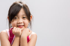 De Aziatische Kind het Glimlachen Achtergrond/het Aziatische Kind/het Gelukkige en Glimlachende Aziatische Kind, Studio die isole Stock Afbeelding