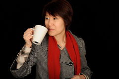 De Aziatische kop van de vrouwenholding Stock Fotografie