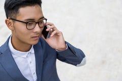 De Aziatische mens kreeg slecht nieuws royalty-vrije stock foto's