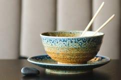 De Aziatische rijst met varkensvlees, mu-vergist zich paddestoelen, napakool, ingelegde bamboespruiten, spinazie, Teriyaki, zoete Stock Foto's