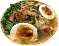 De Aziatische soep van de kippennoedel Stock Foto's
