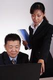 De Aziatische Uitvoerende macht en Secretaresse Stock Afbeelding