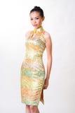 De Aziatische vrouw draagt Chinese traditionele kleding stock foto