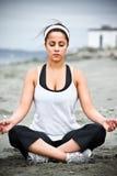 De Aziatische vrouw van de yoga Royalty-vrije Stock Foto's