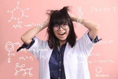 De Aziatische wetenschapper wordt gek stock foto's