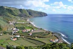 De Azoren, Santa Maria, Praia Formosa - rotsachtige kustlijn, strand met wit zand Stock Foto