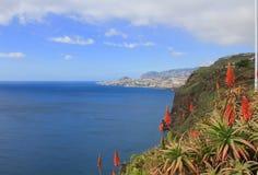 De baai en de stad van Funchal Madera van Garajau Stock Foto