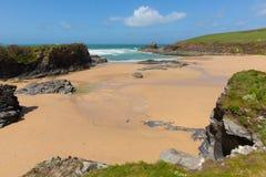 De Baai Engeland het UK van Noord-Cornwall kusttrevone dichtbij Padstow en Newquay Stock Afbeelding