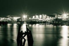De Baai 's nachts C van Cardiff stock afbeeldingen
