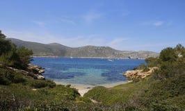 De baai van Cabrera in het Middellandse-Zeegebied stock foto's