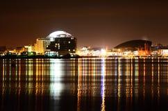 De Baai van Cardiff bij nacht Royalty-vrije Stock Foto's
