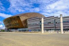 De Baai van Cardiff, Cardiff, Wales - Mei 20, 2017: Bu van het millenniumcentrum royalty-vrije stock afbeelding