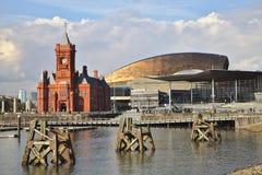 De Baai van Cardiff met het Centrum van Senedd en van het Millennium stock foto