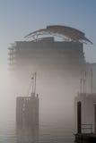 De Baai van Cardiff in mist stock fotografie