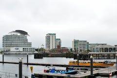 de Baai van Cardiff in Wales, het UK stock afbeeldingen