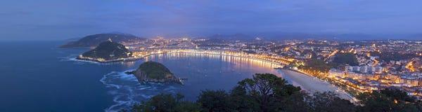 De Baai van Concha in de stad van Donostia, Gipuzkoa Royalty-vrije Stock Afbeeldingen